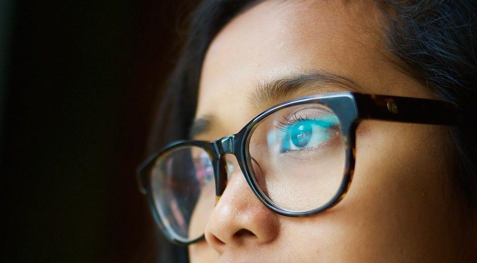 68676a8a198c6 Trocar de óculos de grau- Saiba quando é preciso comprar óculos novos