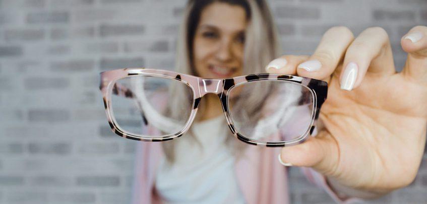 Como limpar os óculos e conservar mais tempo